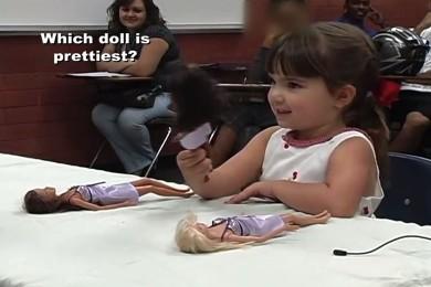 Comprendre les stéréotypes avec le test de la Barbie
